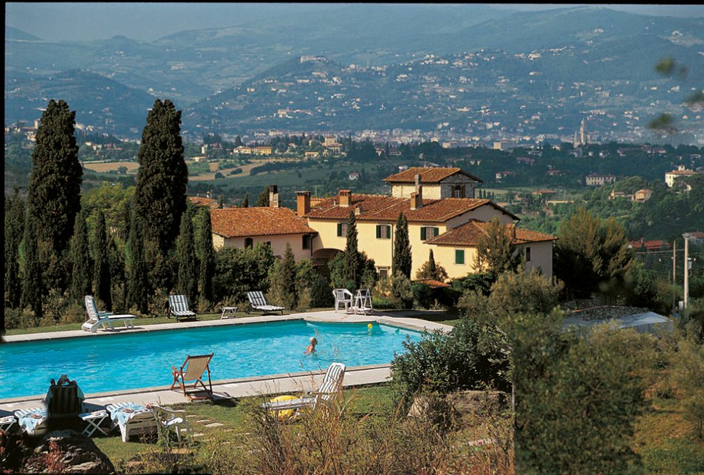 The-Divine-Wine-tours-in-country-resort-Tuscany